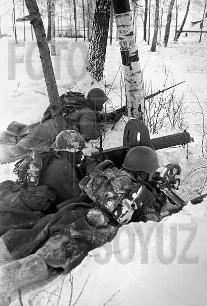 Найдено 8 фото. война. автомат ппш. великая отечественная война.  Другие метки. военный лётчик. берлин. атака. вена.
